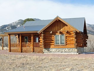 Creekside Log Cabin Close to Local Hot Springs, Drive-In and Cottonwood Pass