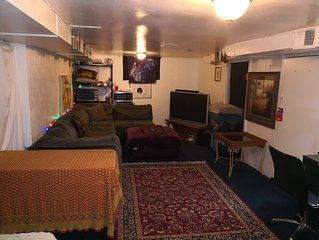 420 inside ok Pet Friendly Lg Basement Studio W/ 24hr Hottub & Big private yard