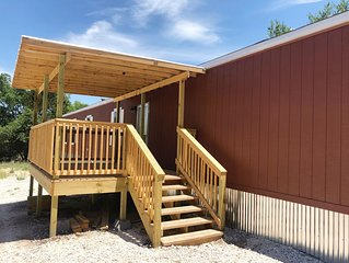 Jimmys House W/ Deck,Patio and Picnic Table, 2 mi. from the Frio River,