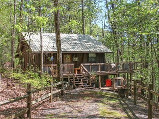 Secluded Greers Ferry Lakefront Cabin