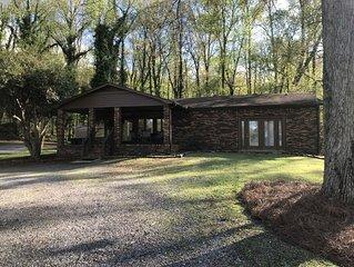Lake View  & Boat house on Lake Guntersville perfect for family's & fishermen!