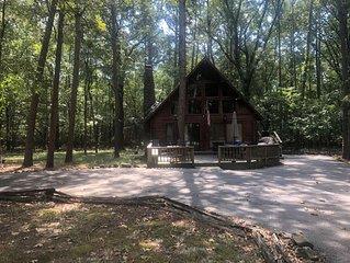 'The Honeymooner' - a rustic, quaint little cabin