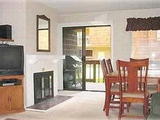 Best Vail Deal !! - 2 BR/2 BA Heated Outdoor Pool & 2 Hot Tubs, holiday rental in Vail