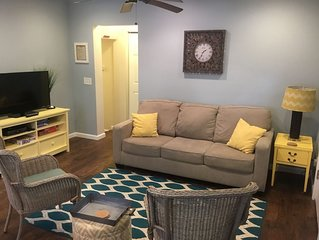 Firefly Cottage: WALK TO THE STRIP, 3 BED 1 1/2 BATH  sleeps up to 7