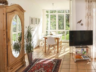Sonnige Ferienwohnung für 2 Personen, große Terrasse und Garten mit Bergblick