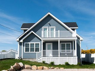 Stunning Vacation Home! Central AC & Ocean Views from Balcony!