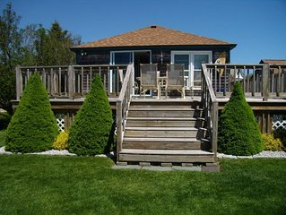 Immaculate Cottage, Huge Deck And Great Back Yard For All Your Yard Games.