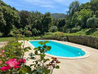 Villa, 12  pers, 210 m2,  pisc privée,  calme absolu, 15 min de la plage