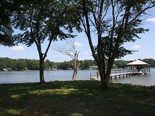 New Vacation Rental - Amazing Views and Huge Lakeside Yard