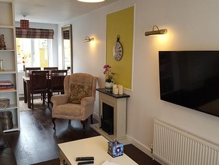 Comfortable and Private House, 2 Bed, Central, Parking