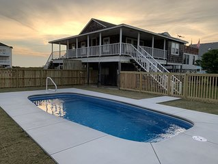 Sandcastle Cottage, classic Nags Head w/direct beach access Sunday check in