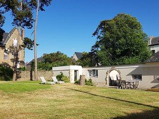 Maison dans un beau jardin de pins, à 100m de 2 plages, à St Lunaire