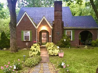 Historic  1940's home in Winston-Salem, sleeps 8, 4 queen bedrooms, 2 baths