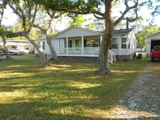Quiet 3 bedroom, 2 Bath Home located within 1/2 mile of ferry to Cape Lookout