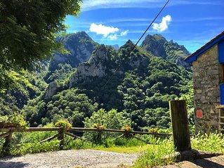 Impresionante Jacuzzi en Desfiladero Natural en los Picos de Europa