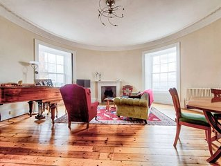 Heart of the City: St Andrew Square 2bed/2bath Apt
