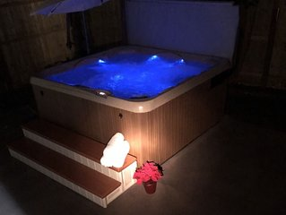 Poconos  farmhouse -PRIVATE Hot tub and Pool at Camelback