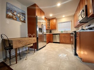 Art-Filled 3BR House with Speakeasy Vibes near DT