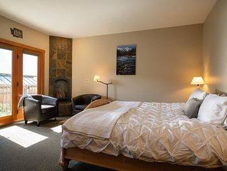 Winter Suite~King Bed~Downtown Leavenworth~Walk Everywhere~Free Parking!