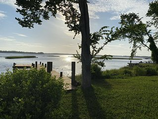 43% Discount!! Sandy Point! WATERFRONT, gorgeous, PVT DOCK, relax, DOWNTOWN