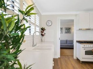 ORANGE LODGE - BEAUTIFUL HOME A FEW BLOCKS FROM TOWN