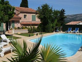 Spacieuse Maison provencale au calme, grande piscine