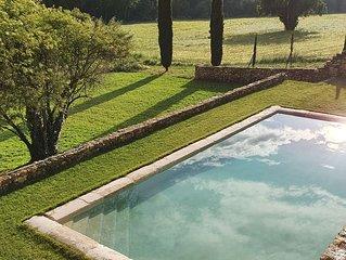 Bastide provencale du XVIIIe au sein du parc naturel du Luberon