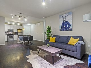 Chic Apartment in the Heart of FW | King Bed | Gym