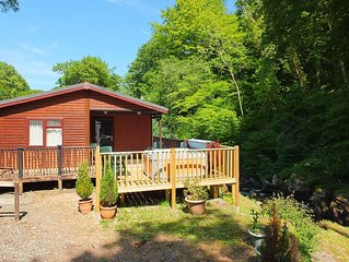 Stunning Riverside 2 Bed Lodge with Hot Tub. 10 min walk of Lynton Centre