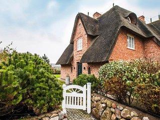 Hüs bi Koog 2 - reetgedeckte Doppelhaushälfte mit wunderschönem Garten in den Mo