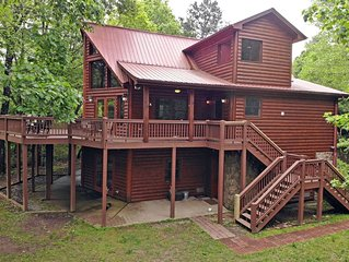 4 bedroom- 4 Bath- Hot tub- Wifi- Gameroom- Ocoee Riverfront