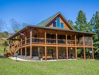 Log Cabin - Romantic River Front Getaway on the New River