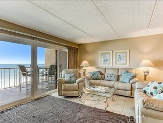 Top Floor condo, remodeled kitchen and easy beach access.  Exclusive, one of a k