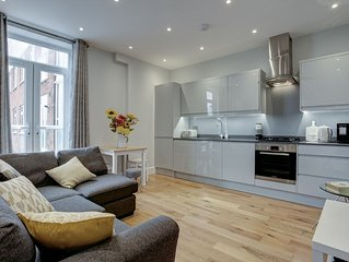 Ideal for contractors discounted longer stays  Apartment Near Rail Station & Acc