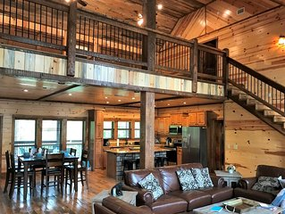A Luxury Cabin for 12 Near Beavers Bend