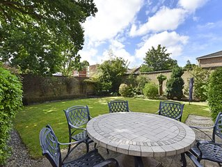 3 bedroom house with walled garden 30 mins to London by rail