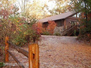 Treehouse C, Quiet 1 Bedroom with Private Patio with Hot Tub