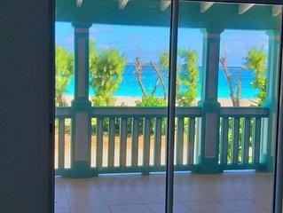 Appartement en duplex avec terrasse, situé sur la plage d'Orient Bay