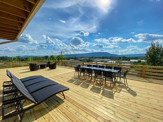 A Modern & homey farmhouse minutes from downtown Chattanooga with a view