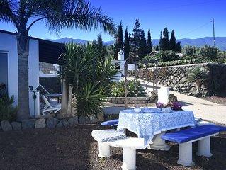 Casa Ruby entre Viñedos; Vista panoramica; 2 Dormitorios 2 baños.