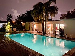 Modern 5b/3b house with pool, close to the beach