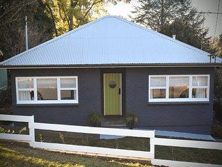 Winston Cottage Leura **NEW!  Location & Views **
