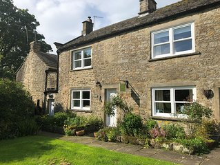 A cosy dog friendly cottage with log burning stove in the village of Romaldkirk.