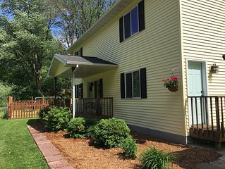 Devil's Lake Cottage - Family Friendly a block from State Park Entrance!