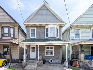 ✔Families Only✔Executive✔Entire 4BDR Detached House✔One Parking