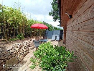 STUDIO  2 PERS.  25 m2  proche plages, port et bourg avec terrasse privée.