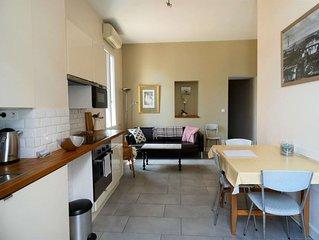 Appartement rénové avec 2 chambres, petit vue canal, climatisée et wifi.