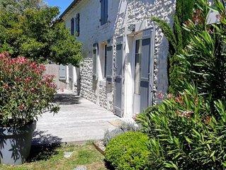 Tres proche de Royan, belle maison charentaise renovee