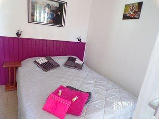 T2 de 28 m2 tout confort, idealement place.