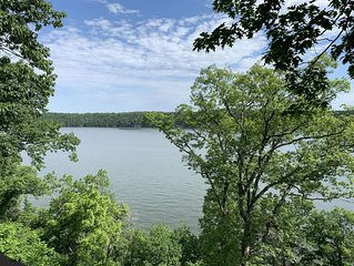 Beautiful Waterfront Condo 3 Bed/3 Bath with Amenities